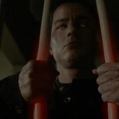 Die Gitterstäbe werden von Parrish mit Leichtigkeit verbogen.