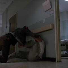 Scott combat Sean pour protéger Mélissa.