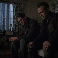 M. Argent et Isaac dans le chambre d'Alisson