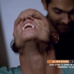 Derek viens en aide à Scott