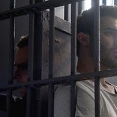 Derek et M. Argent en prison