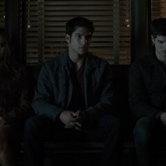 Lydia, Scott, Isaac dans le bureau du schérif