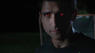 Tyler-Posey-Scott-Alpha-eyes-Teen-Wolf-Season-6-Episode-2-Superposition