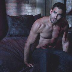Derek guérrit doucement de ces blessures