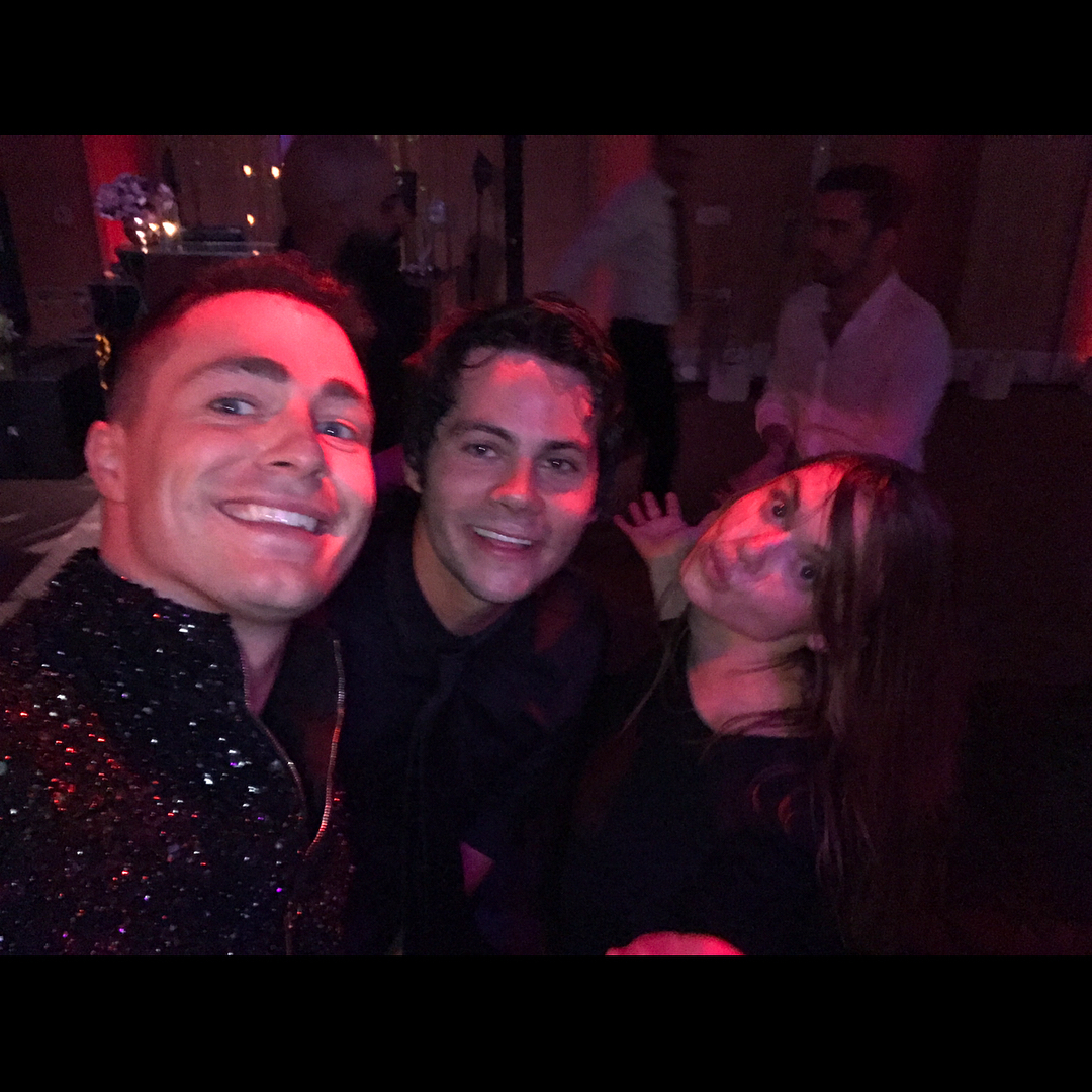https://vignette.wikia.nocookie.net/teenwolf/images/c/c0/Colton_Haynes_Dylan_O%27Brien_Holland_Roden_wedding_reception_selfie_october_2017.jpg/revision/latest?cb=20171106222807
