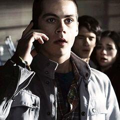 Stiles essaye d'appeler son père