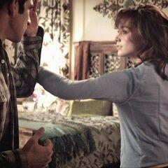 Allison tente de prouver à Scott qu'elle sait se défendre.