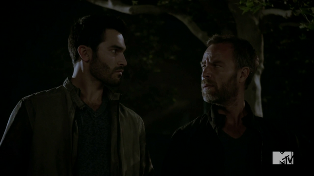 Fichier:Teen Wolf Season 4 Episode 5 IED Derek and Chris.png
