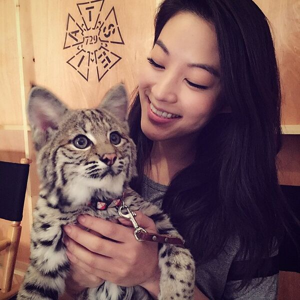 Teen Wolf Season 5 Behind the Scenes Arden Cho with bobcat 022315
