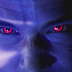 ... Et ses yeux deviennent rouges.