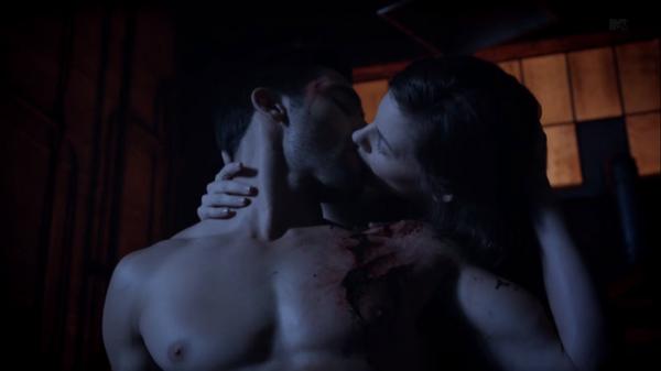 Teen Wolf Season 3 Episode 6 Motel California Tyler Hoechlin Haley Webb Derek Hale Jennifer Blake Healing Kiss