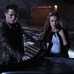 Jackson et Lydia voient la Jeep