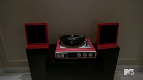 Teen Wolf Season 4 Episode 4 The Benefactor Banshee record player