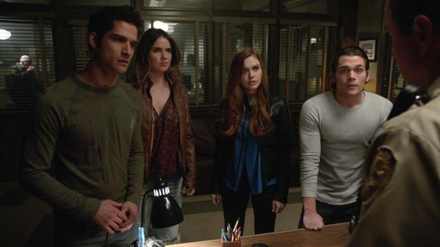 File:Tyler-Posey-Shelley-Hennig-Holland-Roden-Dylan-Sprayberry-Scott-Malia-Lydia-Liam-Teen-Wolf-Season-6-Episode-15-Pressure-Test.png