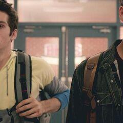 Scott et Stiles après avoir sauver leurs amis 3x12