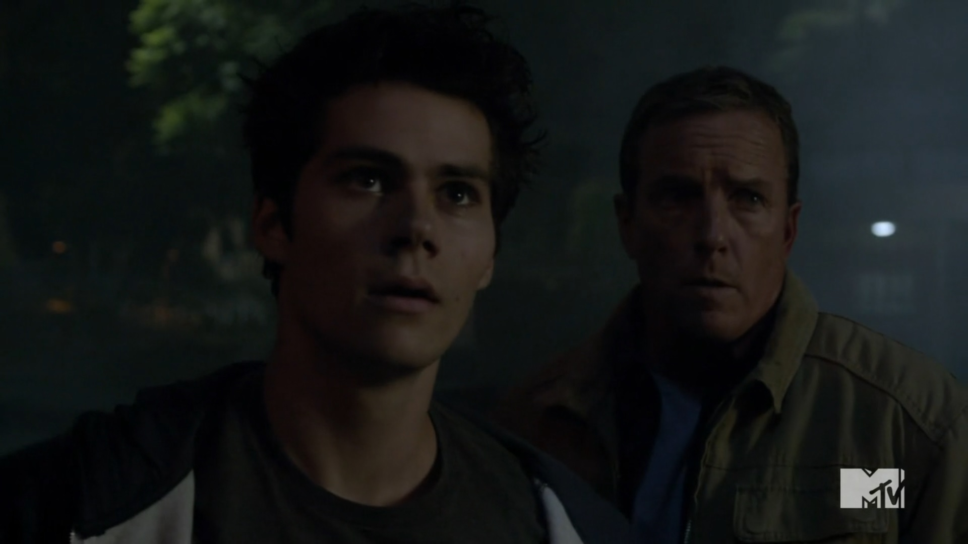 Teen Wolf Season 3 Episode 20 Echo House Dylan Obrien Linden Ashby Stiles And Dad In Front Of Echo House