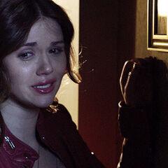 Lydia s'inquiète des bruits d'effractions