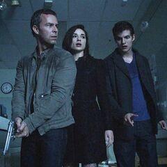 Chris, Allison et Isaac arrivent à l'hôpital