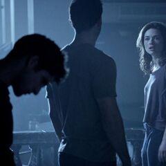 Derek dit à Scott qu'il est temps qu'Allison connaisse la vérité sur sa mère.