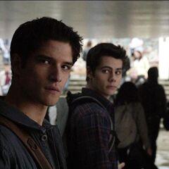 Scott ressent quelque chose de bizarre avec les jumeaux.