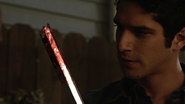 Tyler-Posey-Scott-bloody-lacrosse-stick-Teen-Wolf-Season-6-Episode-13-After-Images
