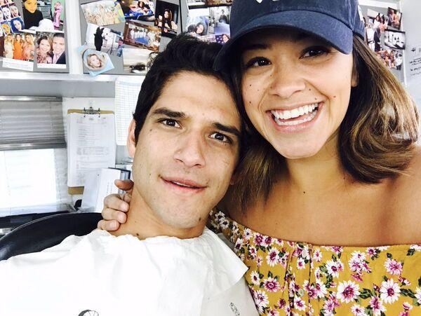Tyler Posey Gina Rodriguez Jane the Virgin Season Finale 2017
