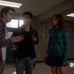 Stiles, Scott et Allison échangent sur leurs problèmes.