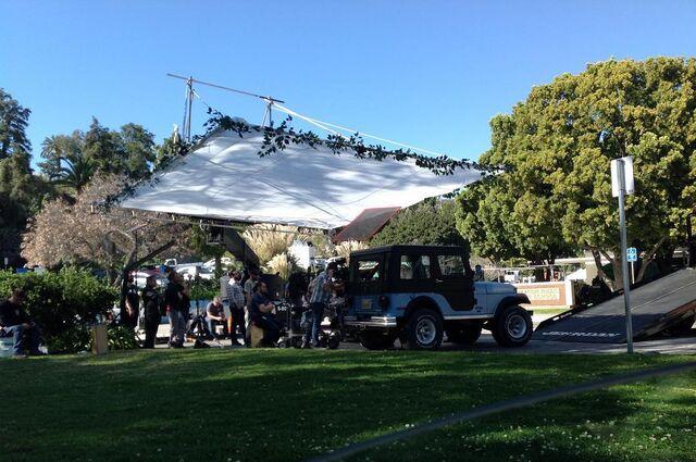 Fichier:Teen Wolf Season 6 Behind the Scenes Pacific Pali high school location Jeep.jpg