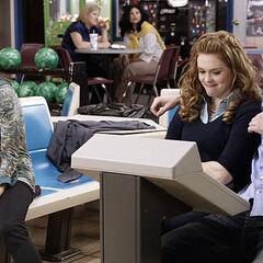Allison,Lydia,Jackson et Scott au bowling.