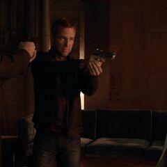 M.Argent l'arme pointée sur Stiles