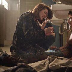 Allison recoud Scott qui ne guérit pas.