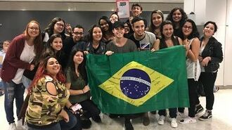 Andrew Matarazzo greeted by fans in Airport Brazil Dec 2017