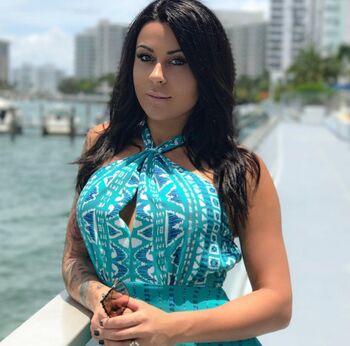 Gabriela Suares Nude Photos 8