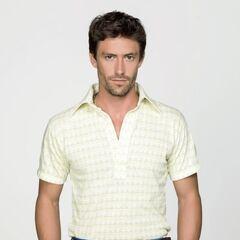 Mario Alejandro Esparza en Dueños del Paraíso (2015)