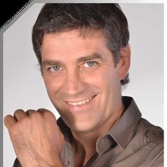 Emilio Ibañez de Solamente Julia (TVN 2013)
