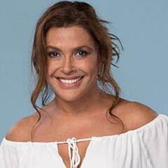 Carolina Arregui es Vilma Flores