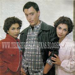 Lorena Torres y Danitza Torres junto a Dante en <i><a href=