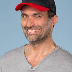 Marcelo Alonso es Antonio Flores