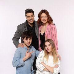 <center>Franklin, Camila, Cristóbal y Valentina</center>