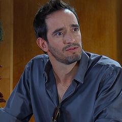 Nicolás Saavedra es Tomás Espina