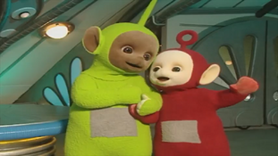 Dipsy and Po singing a special hat song together