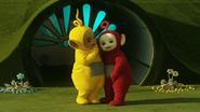 Laa-Laa and Po have a Big Hug