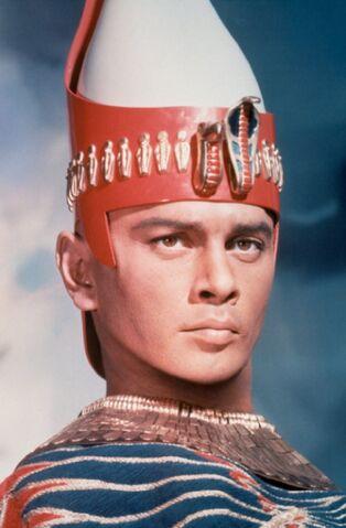 File:Yul Brynner as Rameses.jpg