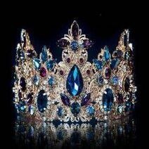 6eee0c12995365a6bfe6c9bca2272a0e--royal-jewels-crown-jewels
