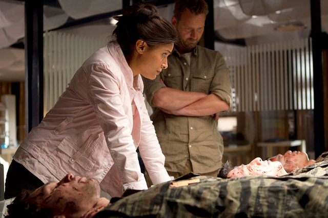 File:Instinct Still – Elisabeth, Malcolm and Dead Soldiers.png