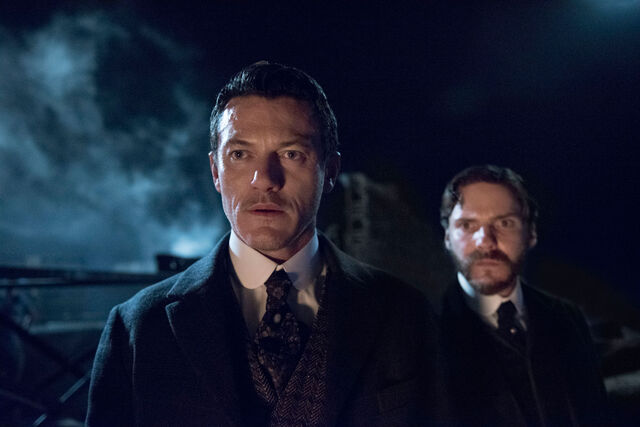File:Alienist-Promo-Still-S1E06-15-Moore and Kreizler.jpg
