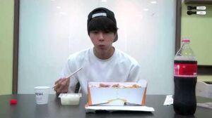 150715 밥 먹는 김석진