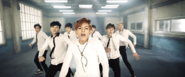 Boy In Luv MV (30)