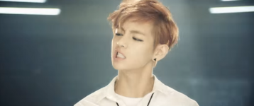 Boy In Luv MV (12)