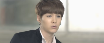 Boy In Luv MV (5)